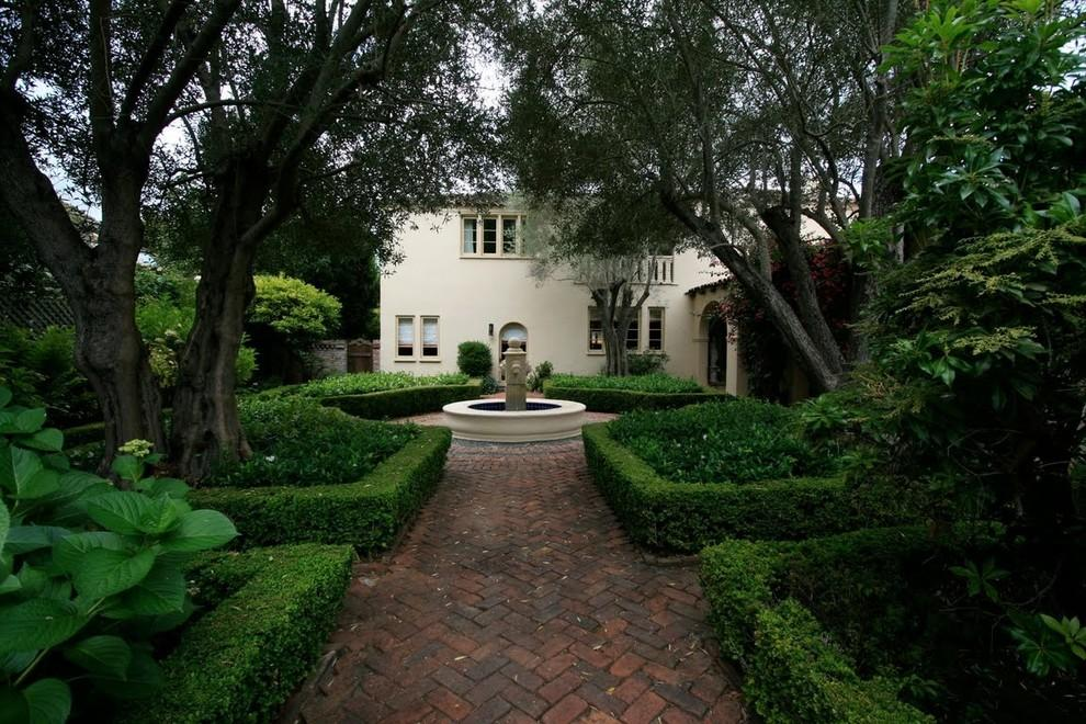 Incredible-Boxwood-Shrub-decorating-ideas-for-Landscape-Mediterranean-design-ideas-with-Incredible-arch-brick-courtyard
