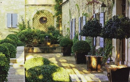 french+courtyard