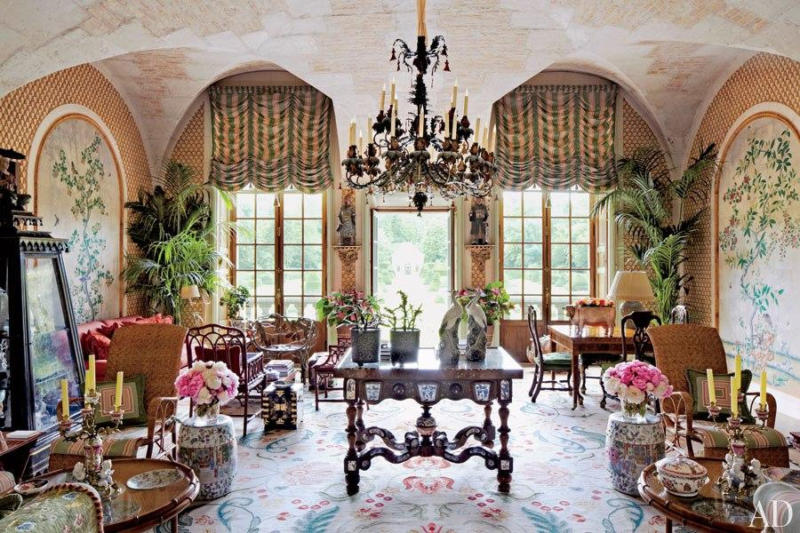 Designer Valentino's Chinoiserie garden room in his Chateau in Paris is so inspiring!