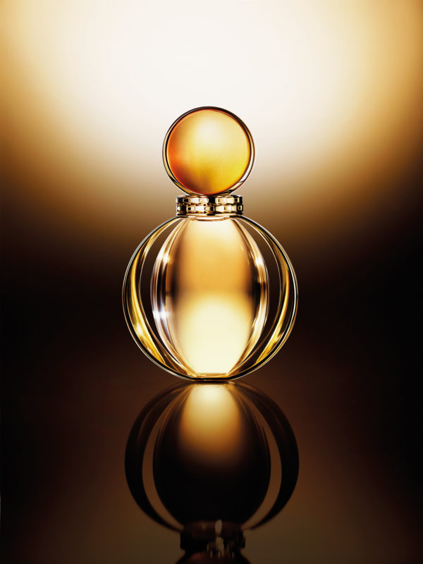 A manifesto of Bulgari's style, Goldea sparks off the innovative scented emotions of a floral-oriental capturing and reflecting light and the velvety caress of sun-warmed skin. It is also a tribute to the ultimate icon of light, sensuality and gold in history, literature and cinema for over 2000 years: Cleopatra.